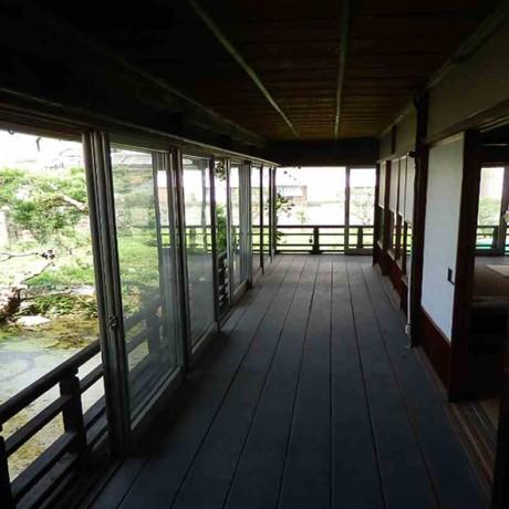 「和」の美しい邸宅です