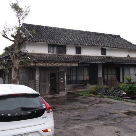 郊外に建てられた120年前の古民家