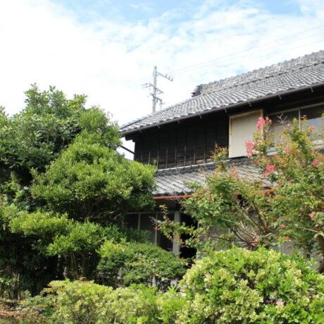 のどかな雰囲気と生活利便性を併せもつ蔵のある古民家