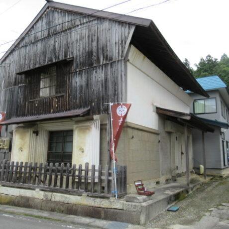 街道沿いの顔となっている亀岡の古民家
