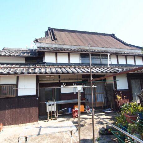 屋根形状が三段構えの「農家住宅」