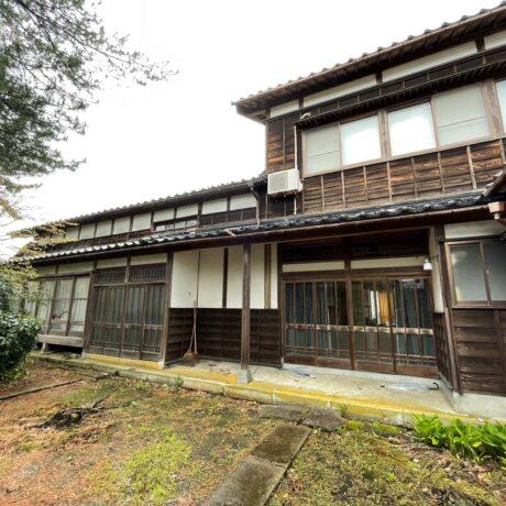 旧和島村に佇む築110年の大きな二階建て古民家