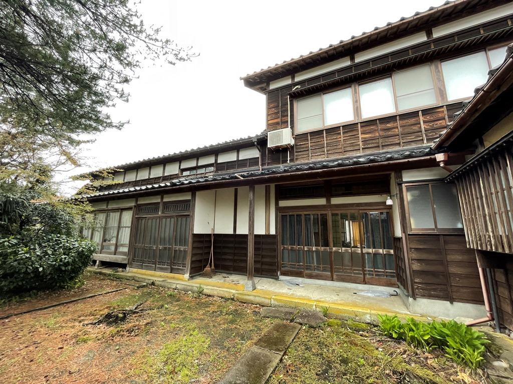 旧和島村に建つ大きな二階建て古民家物件